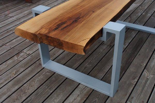 Intrygujacy niepowtarzalny stol z naturalnego grubego plastra drewna orzechowego na aluminiowych ramach