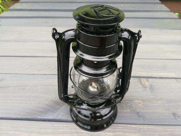 https://artdecha.pl/wp-content/uploads/2019/08/czarna-lampa-naftowaozdobaogród.jpg