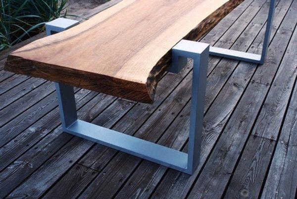 ekskluzywny elegancki stol lawa z orzecha na aluminiowych nogach z blatem z grubego litego drewna