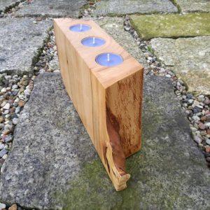 ekskluzywny swiecznik na lampki herbaciane i swieczki z litego drewna z artystyczna obrobka