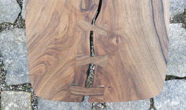 fragment blatu z orzecha eurpejskiego do stolika stylizowanego PRL