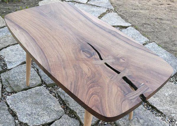 stolik PRL blat orzech europejski nogi buk stylizowany na lata 60te