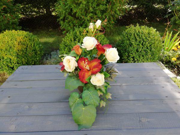 https://artdecha.pl/wp-content/uploads/2019/10/kompozycja-róże-lilie-liście-winogrona-sztuczne-kwiaty-stroik-na-grób.jpg
