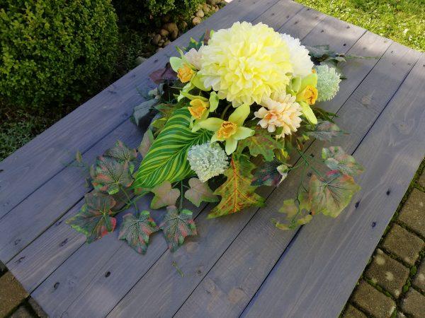 https://artdecha.pl/wp-content/uploads/2019/10/kompozycja-sztuczne-kwiaty-na-grób-stroik-sztuczne-liście-chryzantemy.jpg