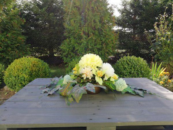 https://artdecha.pl/wp-content/uploads/2019/10/piękna-kompozycja-ze-sztucznych-kwiatów-na-grób-cmentarzchryzantemy.jpg