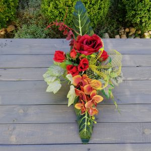 https://artdecha.pl/wp-content/uploads/2019/10/piękny-stroik-sztuczne-kwiaty-róże-ozdoba-grobu-kompozycja-storczyk-sztuczne-liście.jpg