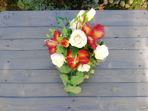 https://artdecha.pl/wp-content/uploads/2019/10/róże-lilie-stroik-na-grób-liście-winogron.jpg