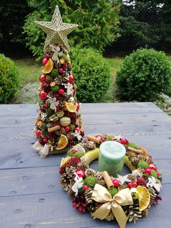 https://artdecha.pl/wp-content/uploads/2019/11/Bożonarodzeniowy-komplet-dekoracyjny-choinka-i-wianek-z-szyszek-naturalnych.jpg